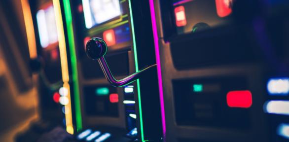 《深夜営業許可》バーにゲーム機を置いてもいい?「10%ルール」について